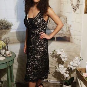 White House Black Market lace v-neck dress (size4)